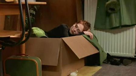 女孩每天只喜欢睡在箱子里,而且只吃鱼和老鼠,一部搞笑猫咪电影