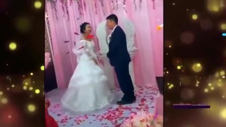 家庭幽默录像:表哥婚礼上,谁先抬头谁洗碗表哥偷偷动了手,这婚怕是不想结了!