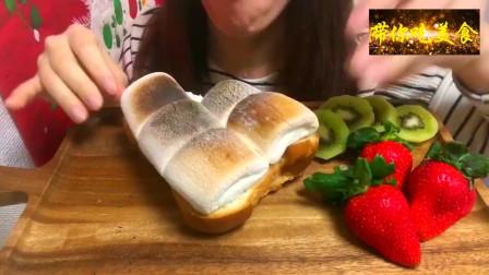 美食分享,日本广濑妹子吃烤棉花糖土司,嚼起来真是不一样