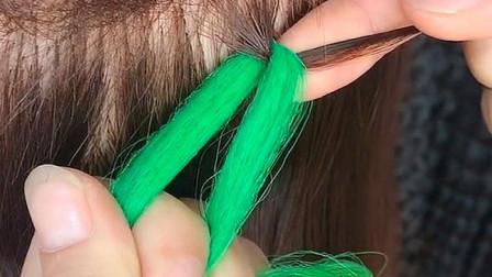 好多姑娘都喜欢的脏辫,今天教大家脏辫的编法,自己也可以编