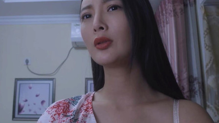 王李丹妮一个人在家,感觉又不只她一个?