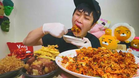 """韩国吃播:""""豆芽牛肉拌饭+烤猪肉"""",搭配辣萝卜,小伙吃得真香"""