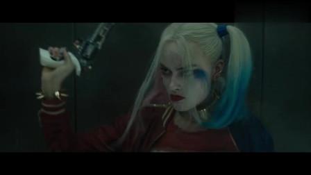 小姑娘坐电梯单独行动两个怪物作死偷袭小姑娘的打扮真是不敢恭维