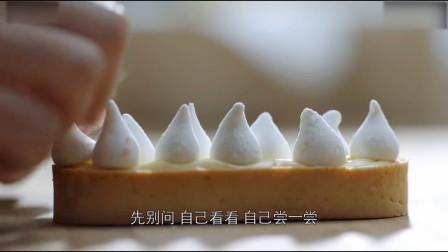 孙红雷化身面点师为江疏影做蛋糕,虽然卖相不怎么样但味道还不错
