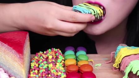 美女吃播:吃彩虹巧克力冰激凌、绉饼、马卡龙、奶酪彩面
