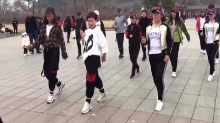 超有节奏感的鬼舞步《你是我的妞》,跳起来真炫酷,你也来学学