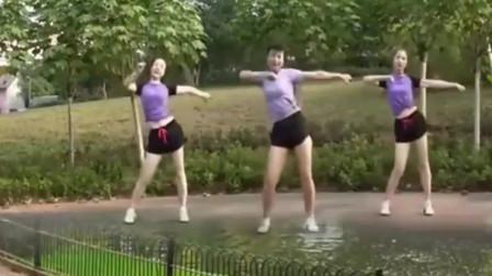 一首动感时尚的健身舞曲,三位辣妈活力十足,真是多姿多彩