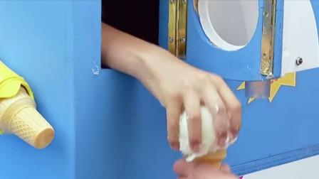 国外爆笑恶作剧,冰淇淋机里伸出一只手?还是熊孩子会玩