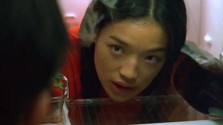 玻璃樽:舒淇藏在冰箱里躲避任贤齐,着实冻惨了这姑娘