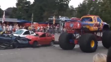 皮卡车改装超大寸车轮,遇到小汽车的时候,直接压扁!