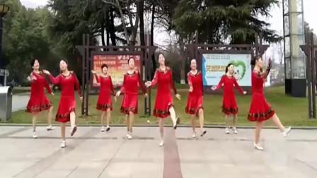 青春活力健身步子舞《天籁之音》,配上这曲调,足足的新疆味,超优美