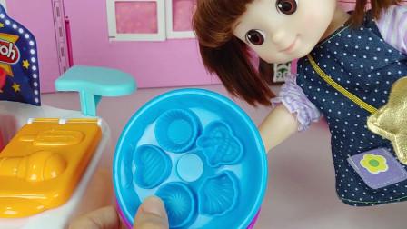 小豆子姐姐的五彩橡皮泥玩具和照顾弟弟的过家家游戏