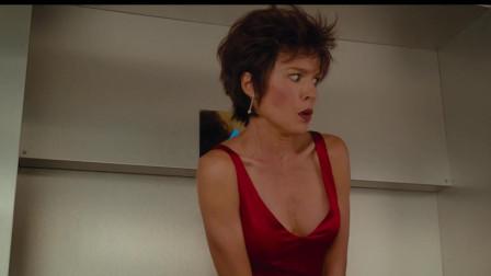 美女坐电梯,裙子被电梯夹住了,江湖告急求搭救