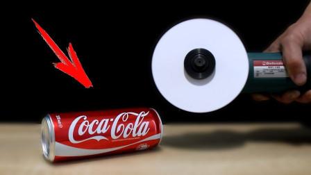 A4纸有多锋利?老外用纸片做切割机,连椰子都能轻松锯开