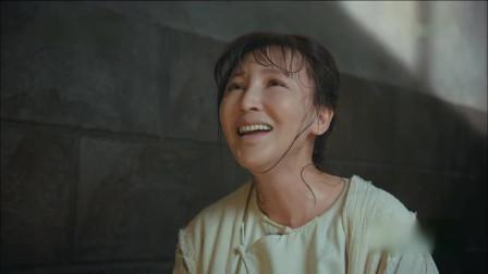 娘道:瑛娘在狱中历经艰苦,终于生了个男孩,隆延宗跪拜列祖列宗