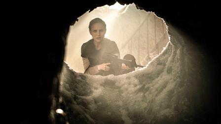 科学家擅闯禁地,发现神秘黑洞,里面走出了自己的复制人