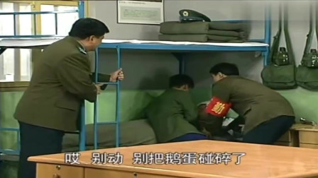 炊事班的故事:一排长甘小宁来检查内务,小姜正好在孵鹅蛋