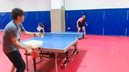 乒乓球技巧训练:正反拍切换得十分流畅,也很灵活!