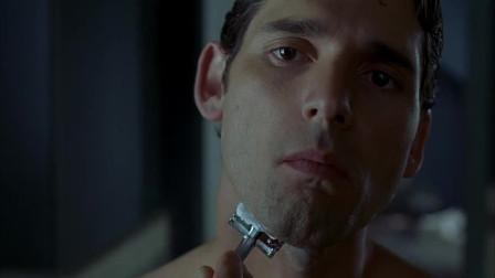 班纳刮完胡子,刚想照下镜子帅不帅,结果就被镜子里的怪物抓住了