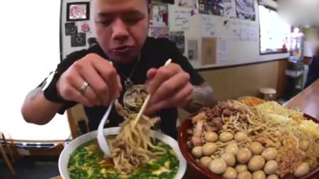 美食吃播:日本大胃王小哥5斤鹌鹑蛋拉面,真是厉害!