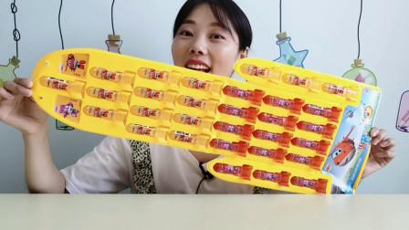 """美食拆箱:小姐姐吃""""超级飞侠火箭糖"""",红黄色彩漂亮又美味"""
