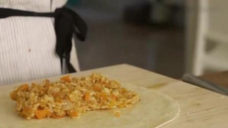 《韩国农村美食》金枪鱼炒胡萝卜丁裹上芝士,煎成春卷,很美味