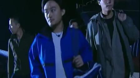杨吉光从码头偷渡香港,不料竟进了警察包围圈,这下阿光危险啦