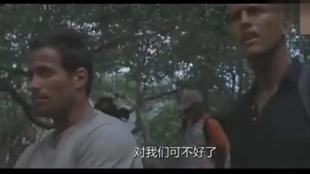 小队发现了死去巨蟒尸体,解刨开没想到巨蟒身体里有个人