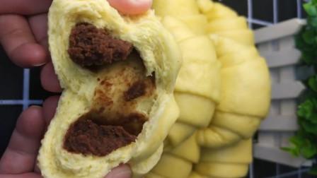用南瓜制作豆沙包,蓬松暄软,营养丰富,大人孩子都爱吃