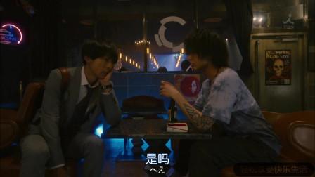 日剧《凪的新生活》慎二发现哥哥慎一的行踪。