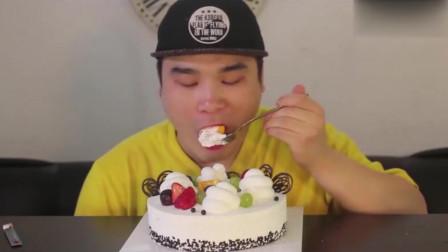 韩国吃播,胖哥吃整个奶油草莓蛋糕,真是过瘾极了