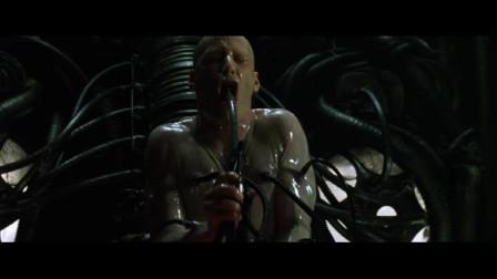 传说中的救世主终于脱离机器人的控制,回到现实