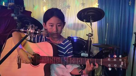 张恩怡同学学习吉他表演视频《两只老虎》
