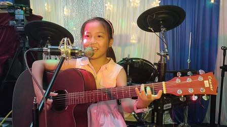钟晓晴同学学习吉他表演视频《两只老虎》