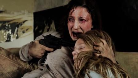 母亲被感染病毒,为了不让女儿落入丧尸之手,亲手结束她的生命