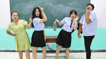 老师让学生模仿迪丽热巴舞没想学生跳的一个比一个逗太有趣了