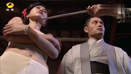 林青山当街侮辱珍妮,瘫痪在床的阿寺爬了起来,手持斧头向他砍去