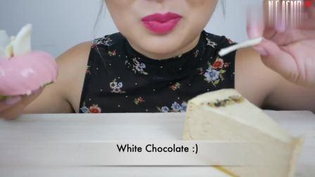 国外女吃货,吃播慕斯蛋糕和千层蛋糕,发出的咀嚼声!