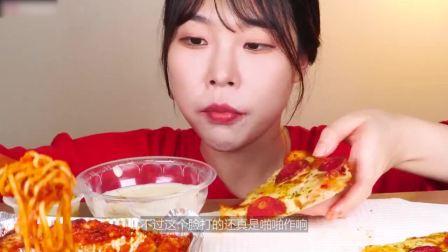大胃王为证明实力,直播吃香肠+披萨+面条,结果实力打脸!