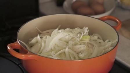 《韩国农村美食》新鲜的洋葱炒成泥,配上面包片,浓香美味