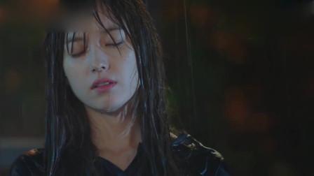 W世界精彩片段:韩孝周又想起了李钟硕,在雨中看到有一名男子脚步感觉奇怪!