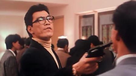 霹雳先锋:大傻太嚣张,去不带钱,只带一把枪,用枪换筹码