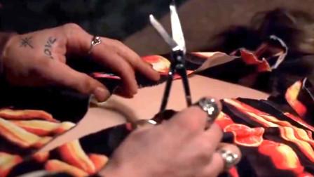 美国经典悬疑罪电影《沉默的羔羊》,男子害女子,用皮肤做成衣服