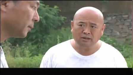 女人当官:刘本好见王胡来了就躲,结果掉进臭水里了,还没躲掉王胡!