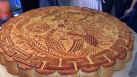 重666斤! 四川月饼节大月饼人气火爆 直径1米多供千人品尝