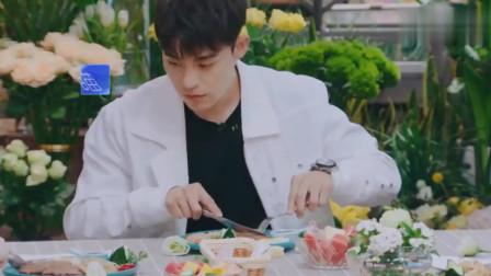 恋梦空间2:卓逸凡主动帮宋湲切牛排,切牛排的样子太帅了!