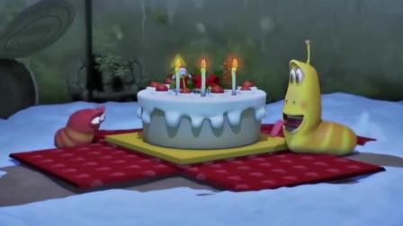 两只虫子圣诞节收到了蛋糕,但还有更大的惊喜,笑死我了