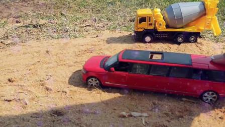14开往水里的工程卡车挖掘机玩具们挖掘机挖土机工程车工作视频