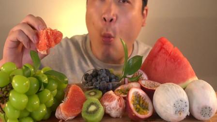 韩国大胃王胖哥,吃西瓜,火龙果,猕猴桃,柚子,吃得太馋人了