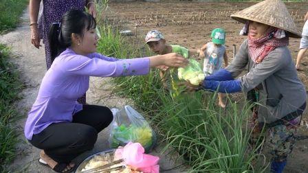 - 越南西部美食渔家人系列 - 乡村传统小吃椰汁酱土豆泥饼